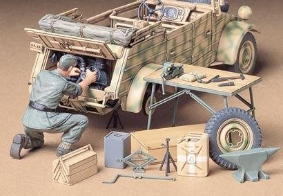 Tamiya #35220 – Tamiya 1/35 Kubelwagen Engine Maintenance Set